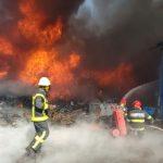 UPDATE Incendiu la o firmă de reciclări materiale din municipiul Arad