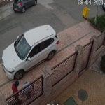 Polițiștii caută hoții care au furat bani, carduri și documente dintr-un autoturism