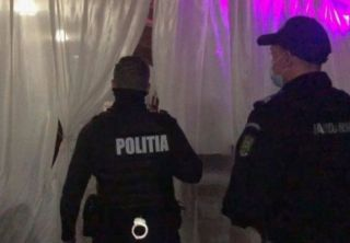 Petrecere la un canton din Monoroștia, întreruptă de polițiști. Participanții, amendați