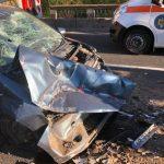 Accident pe DN 7. Un mort şi doi răniţi, după ce o maşină a intrat în coliziune cu un camion