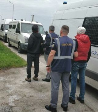 Misiune. 31 de cetățeni străini, îndepărtați sub escortă din România