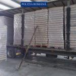 Peste 320.000 de pachete cu ţigări de contrabandă, descoperite într-un camion