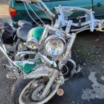 Motociclist lovit de o mașină, pe DJ 682. Bărbatul, transportat la spital