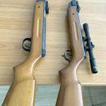 Arme confiscate de polițiști. Una era ascunsă în peretele unei case din Lipova