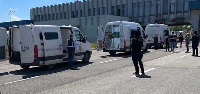 Misiune a polițiștilor de imigrări din Arad. Cetățeni străini, îndepărtați sub escortă din România