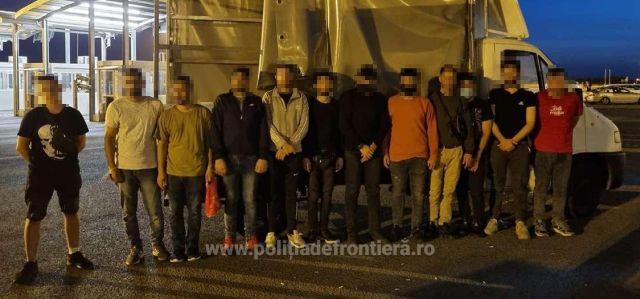 Migranți ascunși în două autovehicule, depistați de polițiștii de frontieră