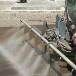 Programul de spălare a străzilor din municipiul Arad continuă pe Calea Aurel Vlaicu