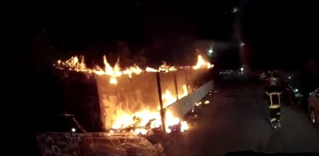 Depozit cu mobilă din cartierul Aurel Vlaicu, distrus de un incendiu provocat