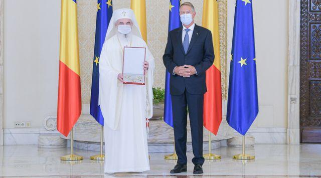 """Patriarhul Daniel, decorat cu Ordinul Naţional """"Steaua României"""" în grad de Colan"""
