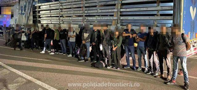 29 de migranţi, descoperiţi într-un TIR încărcat cu aluminiu, la PTF Nădlac II