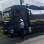Polițiștii au verificat mașinile de tonaj mare. Au fost date peste 100 de amenzi
