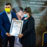 """Diploma """"Arădeni cu care ne mândrim"""" pentru doctorul Simona Dumitra"""