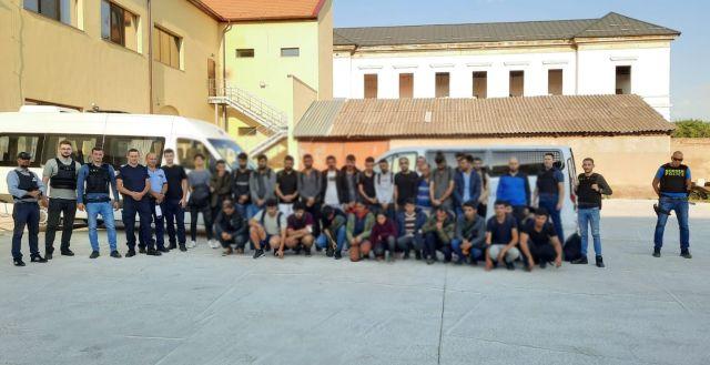 Zeci de migranți găsiți cazați la pensiuni din Arad și Vladimirescu