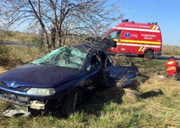 Autoturism răsturnat pe DN 7, la Pecica. Două persoane au fost duse la spital